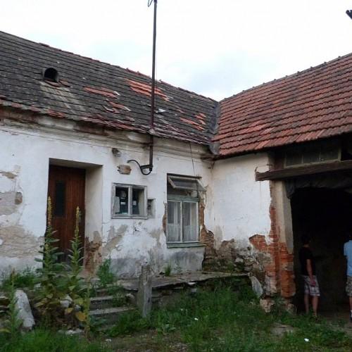 Oprava střechy rodného domu Jana Kubiše